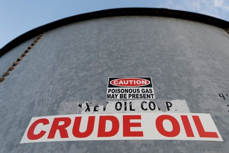 Oil prices jump over $2/bbl after drawdown in U.S. stocks