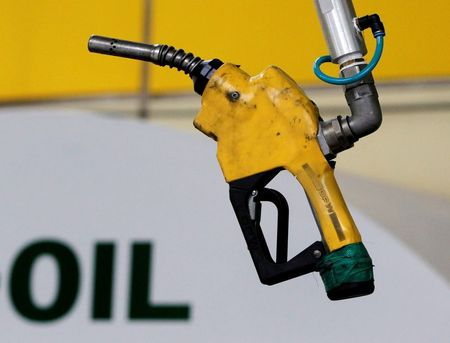 Oil prices settle up on U.S. stocks draw, rising fuel demand