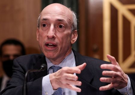U.S. SEC breathes new life into 2015 executive compensation clawback rule