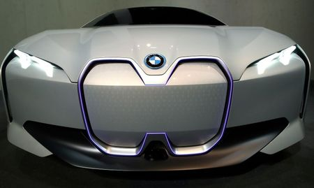 BMW to phase out fossil-fuel burning engines from main plant by 2024